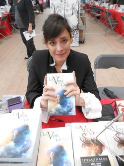 Estelle FAYE, portrait trouvé sur le blog d'Asuna (Equi'livre).