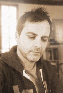 Bertrand SANTINI, portrait trouvé sur Babelio.