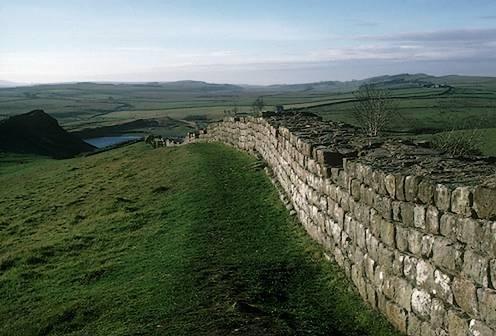 Les vestiges du mur d'Hadrien qui correspond globalement à la frontière actuelle entre l'Angleterre et l'Ecosse.