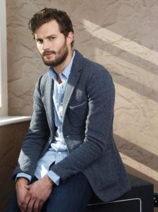 Jamie DORNAN incarne Christian Grey dans l'adaptation. Autant j'apprécie l'acteur dans la série The Fall, autant là...